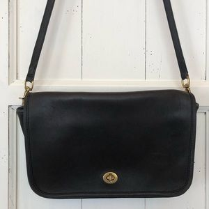 Vintage Coach Black Leather Crossbody turn-lock